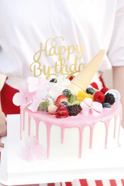 Baby pink birthday cake in dubai